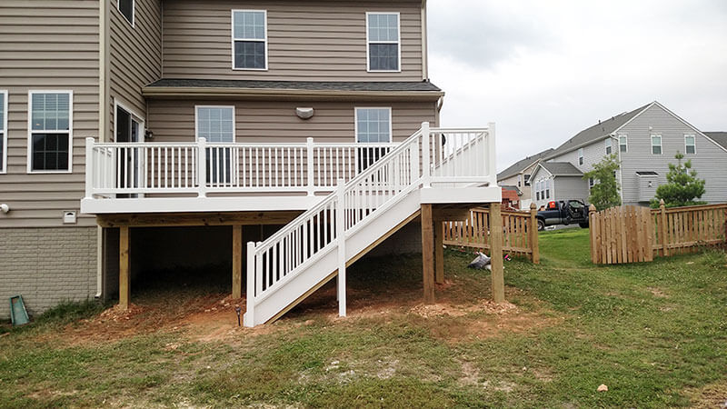 Composite and Vinyl Deck 16
