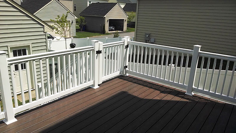 Composite and Vinyl Deck 17