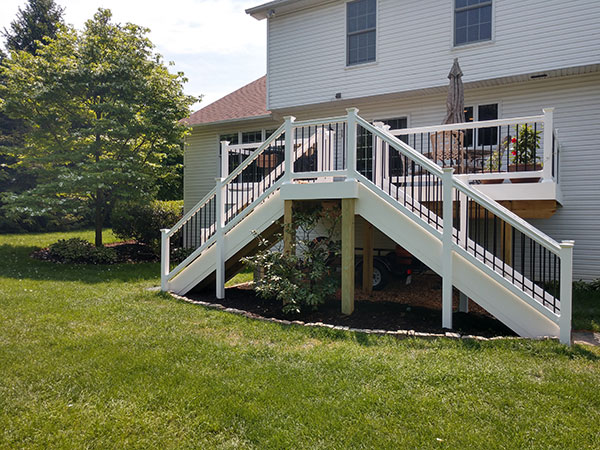 Composite and Vinyl Deck 27