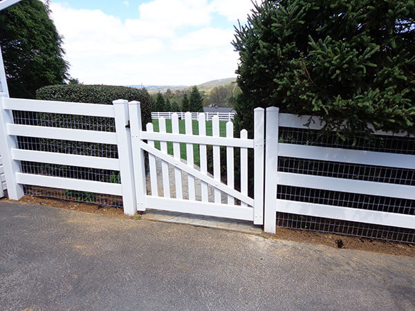 4 Board Paddock with Arched Picket Gate
