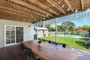 Pros and Cons of Using Composite Decking
