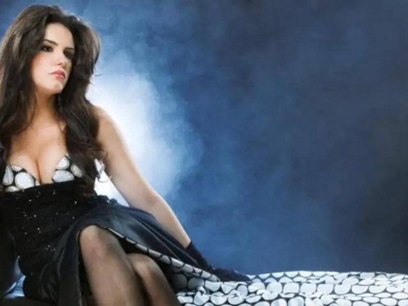 الممثلة المصرية دنيا عبد العزيز