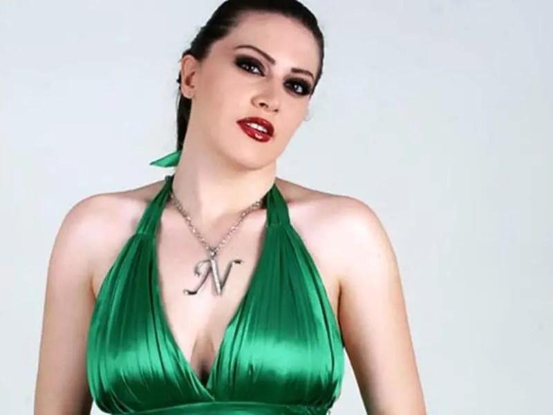 """المغنية السورية """"نانا"""" الحيرانة"""