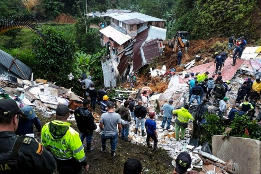 مقتل 12 شخصا في انهيار أرضي في كولومبيا البيان