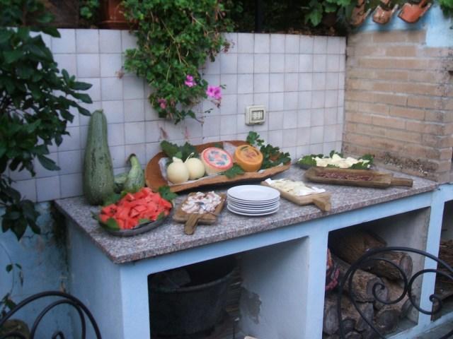 foto buffet frutta e formaggi e salumi