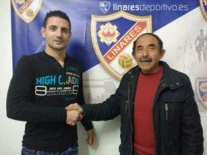 Salinas junto al presidente del Linares | Linares Deportivo