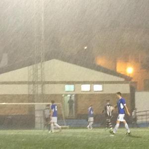 La lluvia fue la protagonista del partido | Pedro Expósito
