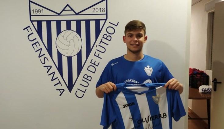 Álex Díaz con la camiseta blanquiazul   Fuensanta CF