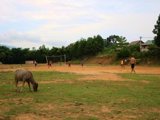 Partit de futbol a Mai Chau