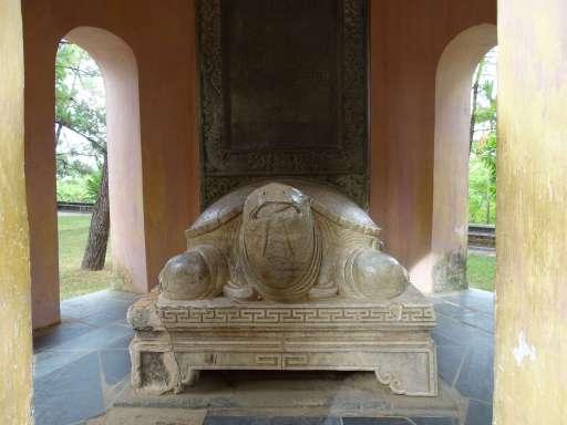 Tortuga de marbre a la Pagoda de Thiên Mụ