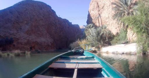Barca cap al Wadi Ash Shab