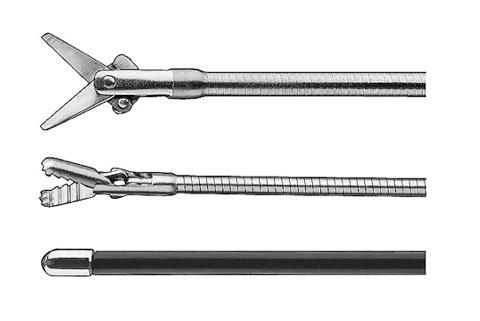 Fig.4 - I comuni accessori utilizzati per la dissezione in corso di NOTES; dall'alto la forbice (KARL STORZ 13254LS), la pinza da presa (KARL STORZ 11002KX) e il coagulatore monopolare a palla (KARL STORZ 13765K).