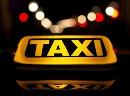 """في بادرة فريدة من نوعها : سائق """"تاكسي"""" يستقبل حرفائه بالحلوى والWIFI (صور)"""