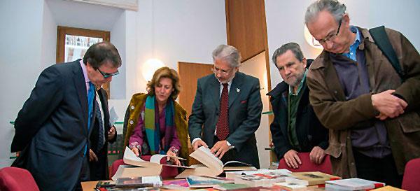 Más de mil volúmenes en la biblioteca gitana de la Universidad de Alcalá