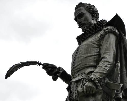 Cervantes manco y bien manco