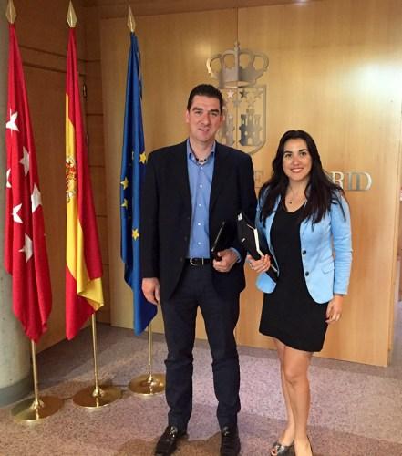 Alberto Blázquez y Mónica Silvana en la Asamblea de Madrid el 18 de Mayo