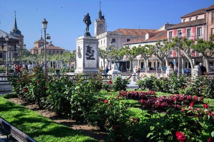 Mañana primaveral en la Plaza de Cervantes