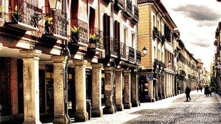 Calle porticada en Alcalá de Henares