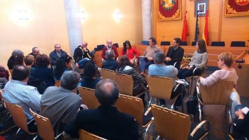 El alcalde de Alcalá de Henares, Javier Rodríguez Palacios, y la diputada regional Mónica Silvana González, visitaron el Ayuntamiento de Camarma de Esteruelas junto al alcalde Pedro Valdominos y concejales del gobierno local.