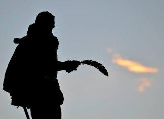 Cervantes como pintando nubes en el cielo de Alcalá