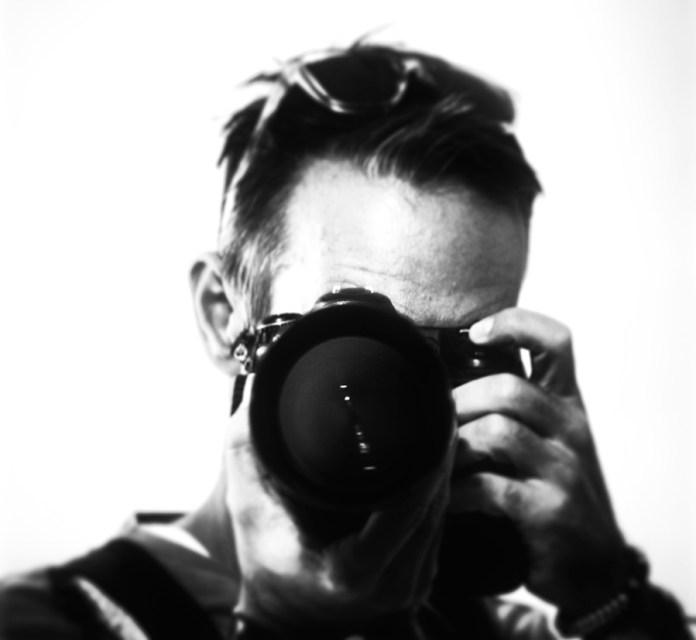 auto-retrato de nuestro colaborador gráfico.  Ricardo Espinosa Ibeas