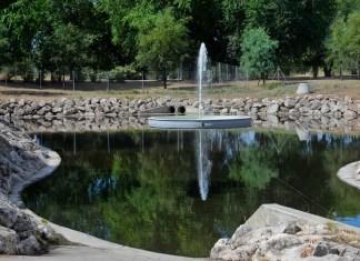 Géiser del estanque de tormentas del parque de Espartales