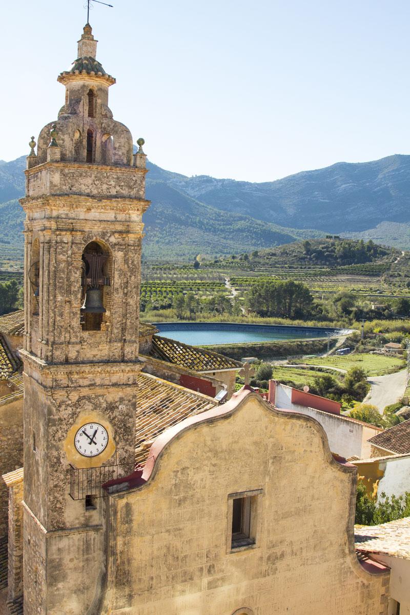 Vista de la Iglesia de la Natividad de Nuestra Señora - Alcalalí turismo