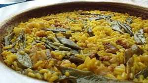 Paella Valenciana de pollo y conejo