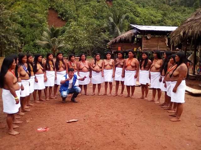 Líderes sociales en campaña de acción humanitaria en ayuda a las familias desplazadas por el conflicto armado en el Chocó.