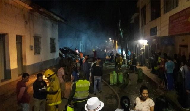 3 muertos y 10 heridos deja ataque de carro bomba en Estación de Policía.