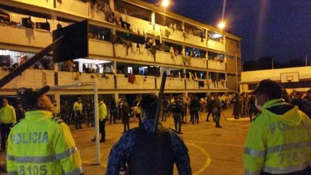 Reclusos protestan a nivel nacional por cuatro casos de Covid-19 en La Picota