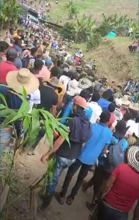 Campesinos del Bajo Patia, desalojan a más de 200 soldados del Ejército colombiano