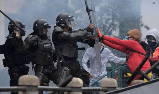 27 personas asesinadas por represión policíal en protestas sociales en Colombia