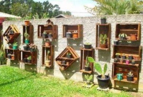 Decora tu jardín con tu viejo perchero