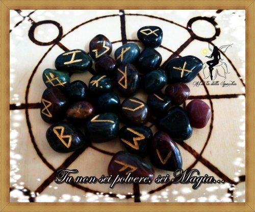Rune norrene in pietra