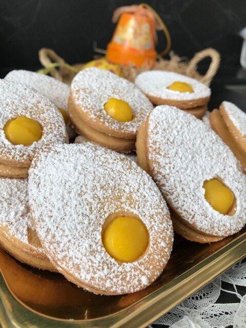 Biscotti uovo di Pasqua con crema