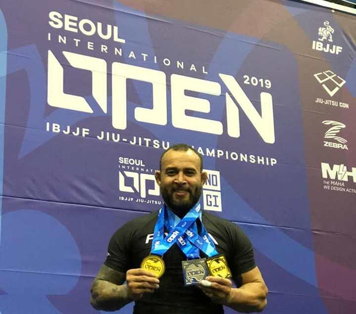 Lutador de jiu-jitsu, alegretense fatura duas medalhas numa competição em Seul