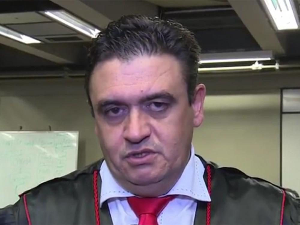 Promotor do RS é suspenso por 53 dias sem salário após postagens ofensivas em redes sociais