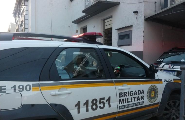 Em ônibus intermunicipal, homem se passa por surdo/mudo para furtar celular