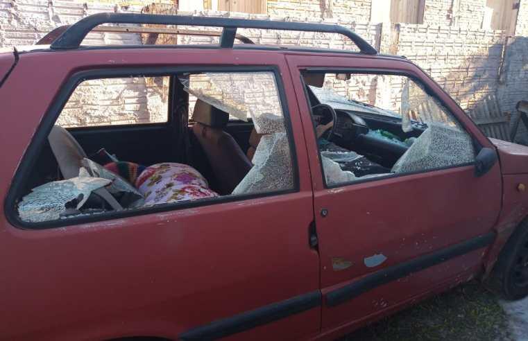 Violência doméstica; briga de casal destrói, carro, móveis e utensílio da casa