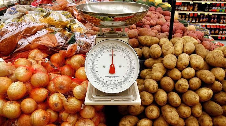 Consumidora é lesada por erro de aferição em balança de supermercado