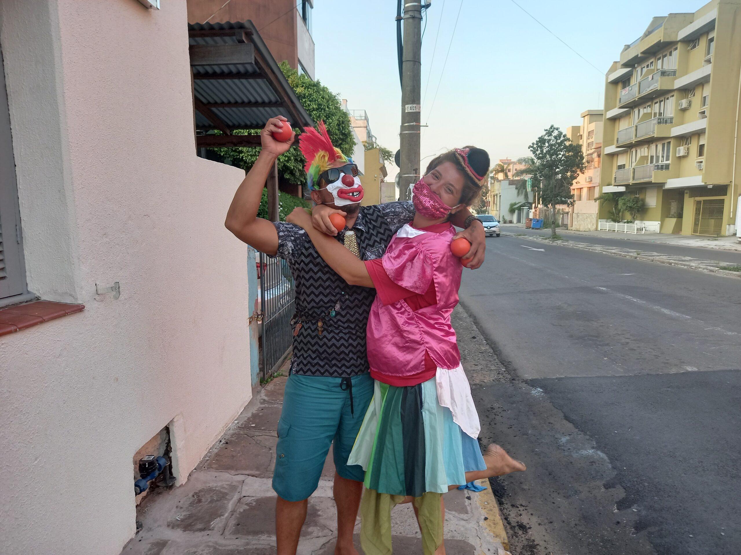 Venezuelano e argentina que percorrem as estradas da América fizeram uma parada em Alegrete