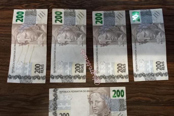 Homem é flagrado com notas falsas de 200 reais; na DP ele foi ouvido e liberado