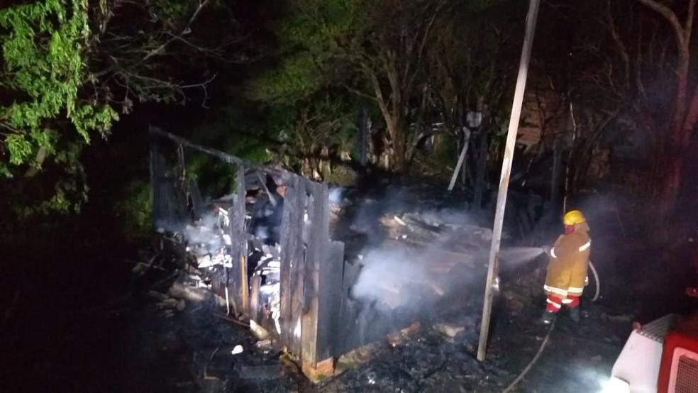 Idoso morre carbonizado em incêndio na própria casa em Candelária