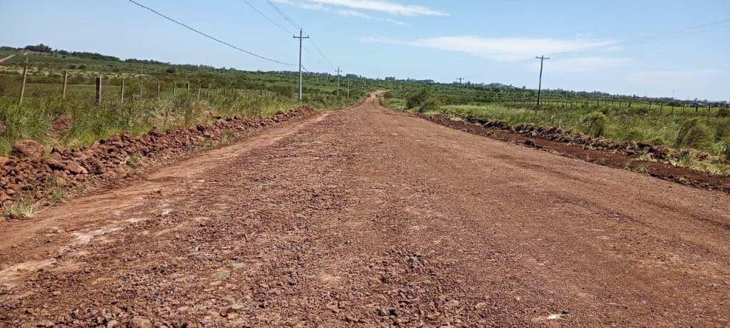 Prefeitura aplica mais de 400 mil reais na recuperação  de estradas que dão acesso aos assentamentos