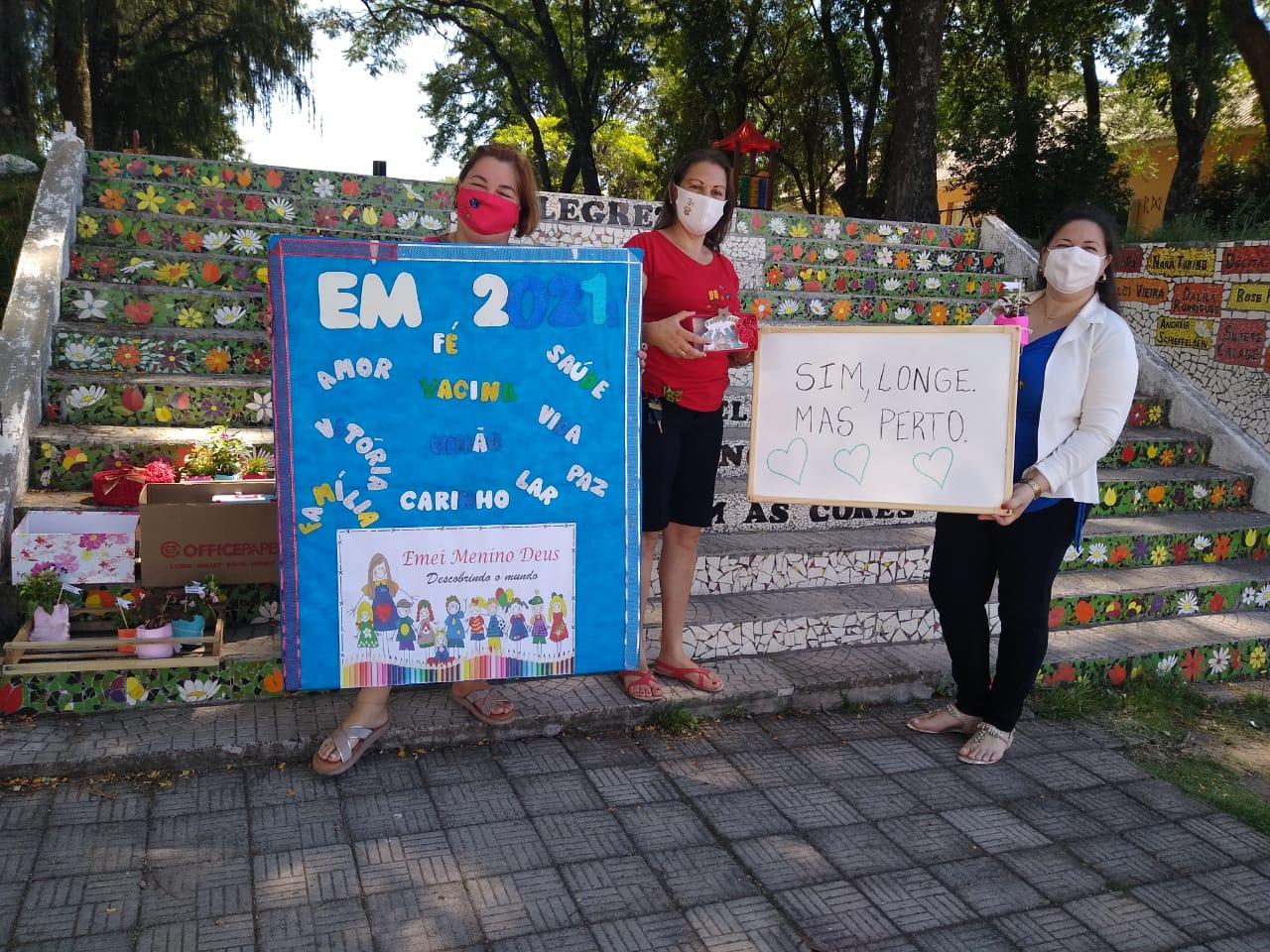 EMEI Menino Deus promove encerramento de atividades na escadaria da Praça Alexandre Lisboa