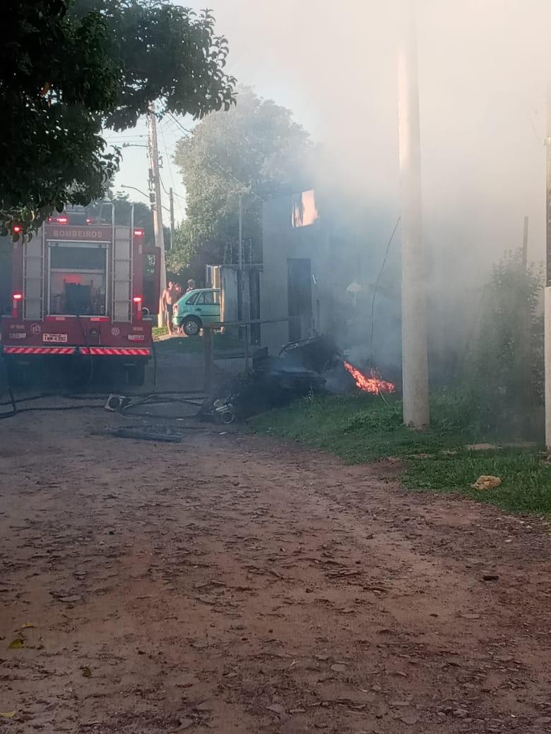 Incêndio em casa mobiliza Corpo de Bombeiros em Alegrete