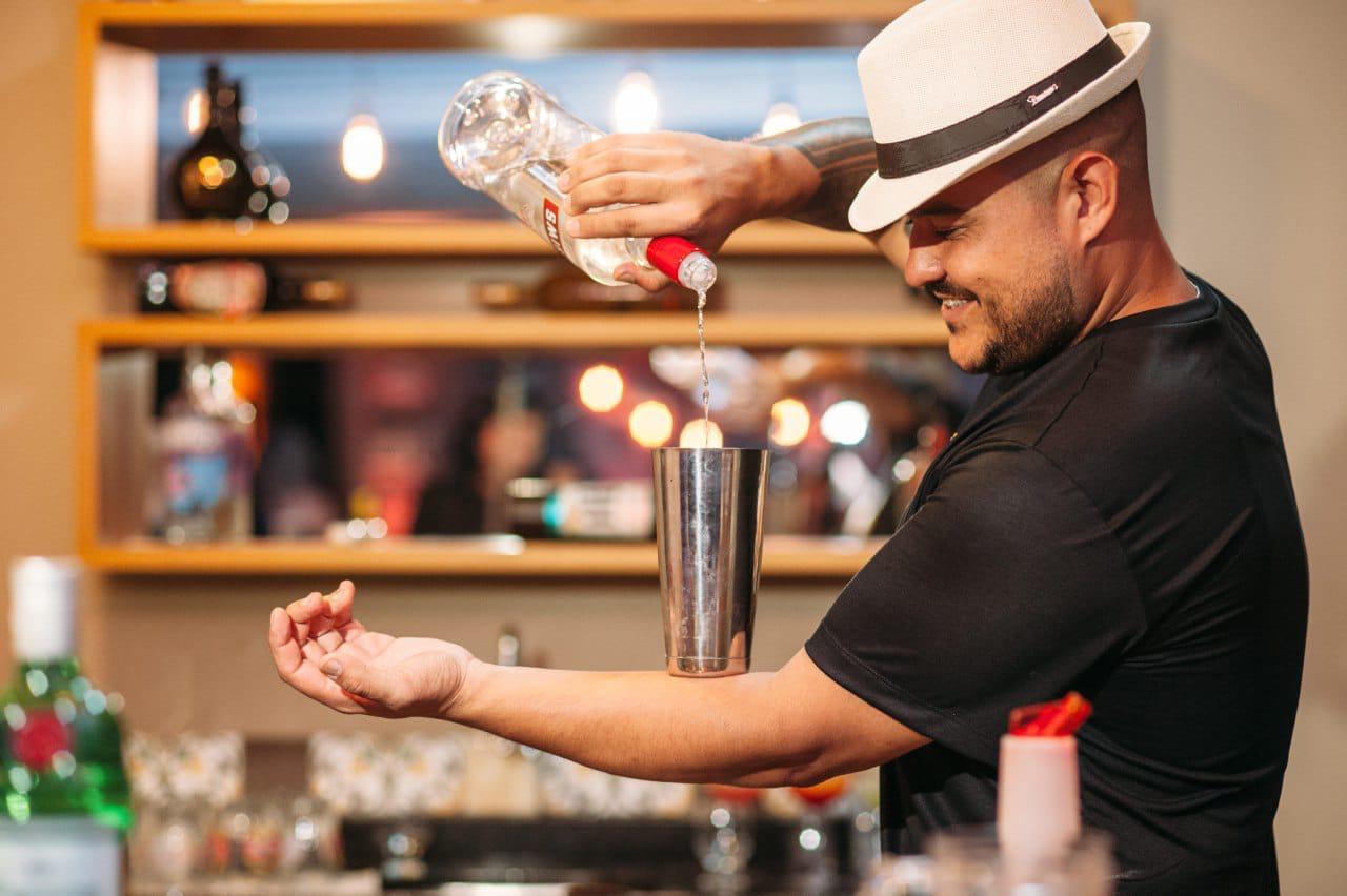 O bartender alegretense que busca excelência na profissão no Centro do Estado