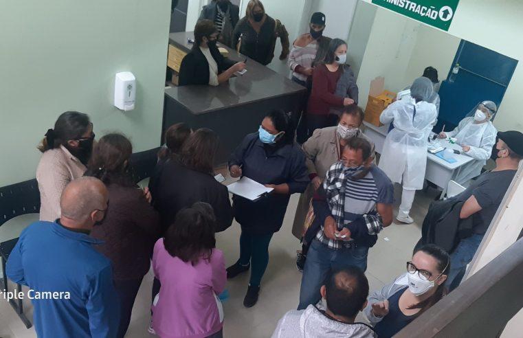 Vacinação de pessoas com comorbidades começa com filas em Alegrete