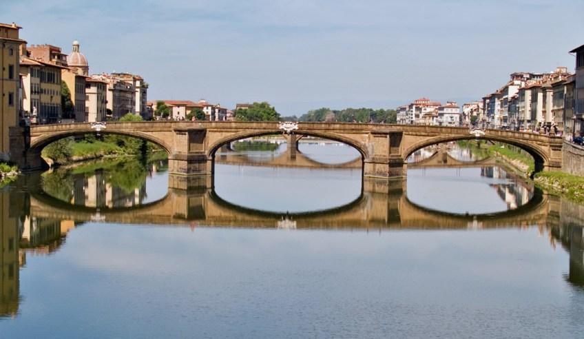 PUENTE SANTA TRINITA. Es el más antiguo puente en arco elíptico del mundo.